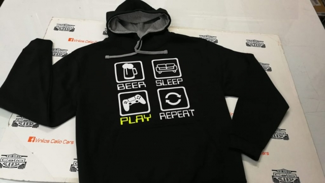 SUDADERA BEER SLEEP PLAY REPEAT PERSONALIZADA VINILOS CALIO CARS LOJA GRANADA